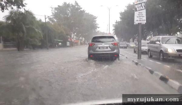 Banjir Berdekatan Sunshine Bayan Baru Penang