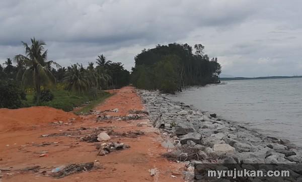 Air Pasang Naik Di Benteng Tanjung Piai Johor