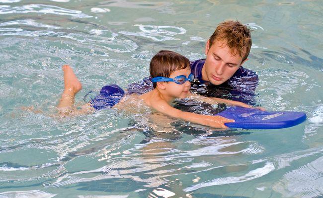 Panduan Belajar Cara Asas Berenang