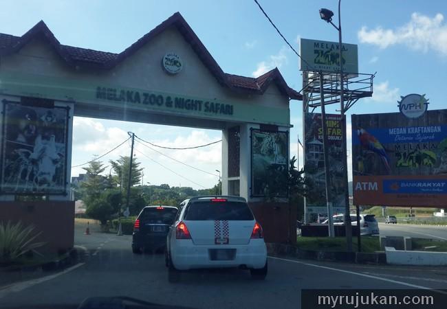 Gerbang Pintu Masuk ke Zoo Melaka