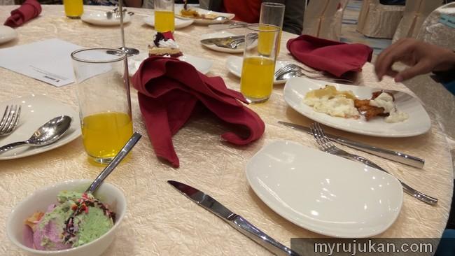 Majlis makan makan penghargaan untuk pekerja employee Venture Electronics