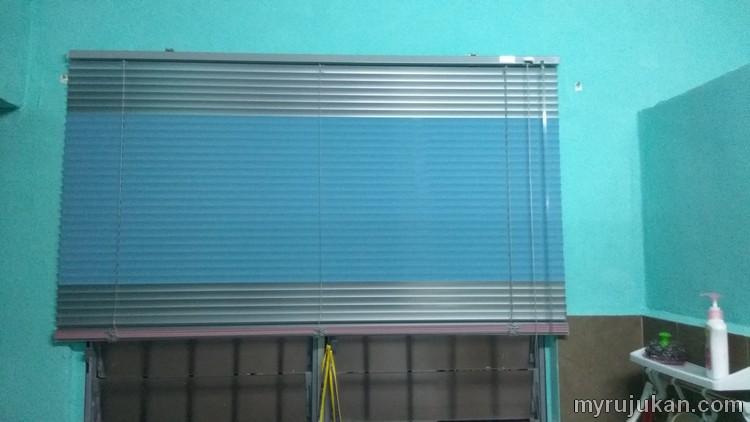 Beli langsir blind dan pasang di dinding tingkap dapur rumah