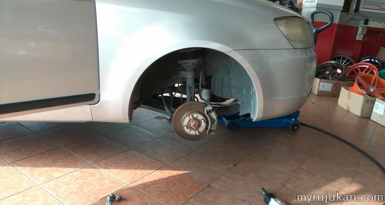 Proton Saga BLM saya tukar tayar kereta yang sudah botak dan tiada bunga