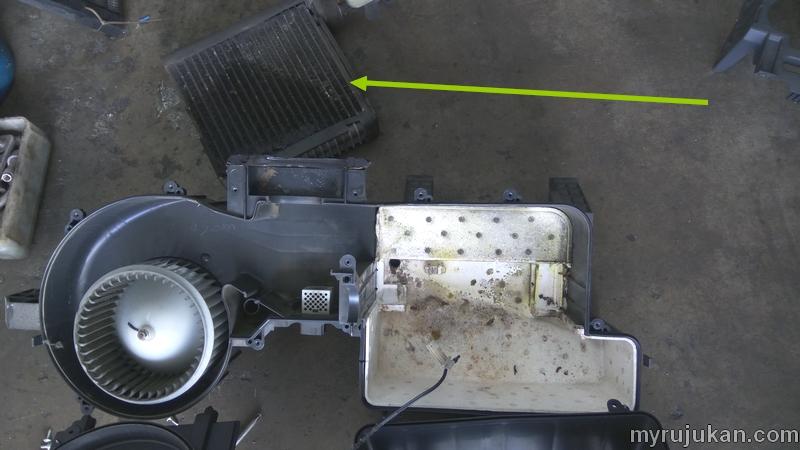 Anak panah menunjukkan cooling coil yang sudah bocor