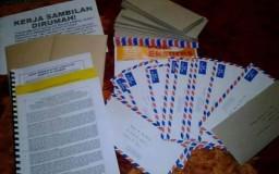 Kerja Sambilan Di Rumah Memasukan Risalah Dalam Sampul Surat