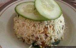 Hidangan nasi goreng ikan tongkol