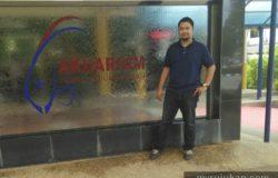 Bergambar di depan aquarium Tunku Abdul Rahman