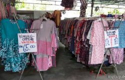 Banyak pakaian wanita muslimah berharga murah dijual di Pasar Kemboja