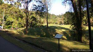 Laluan trek jogging menaiki bukit yang selesa di Botanical Gardens Pulau Pinang
