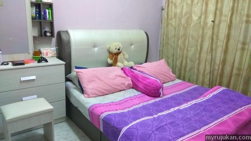 Set bilik tidur telah siap dipasang di bilik rumah