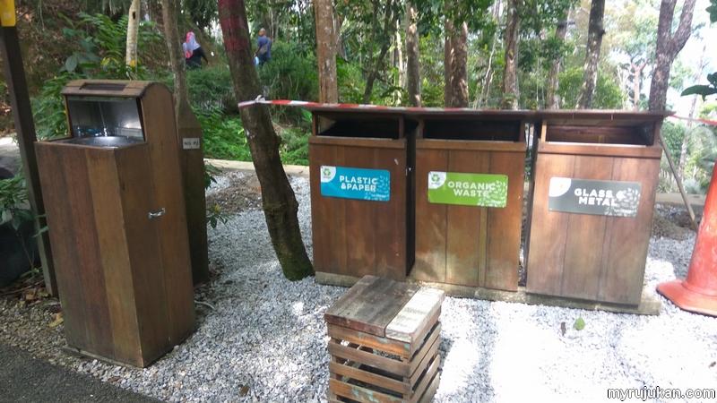 Di Penang Habitat ada tempat untuk minum dan mengisi air kosong dan tong sampah yang bersih