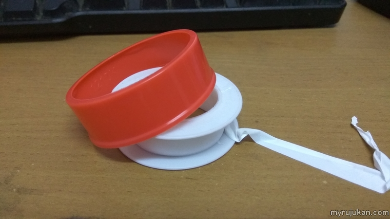 Seal tape untuk membuat pengambungan paip air sinki