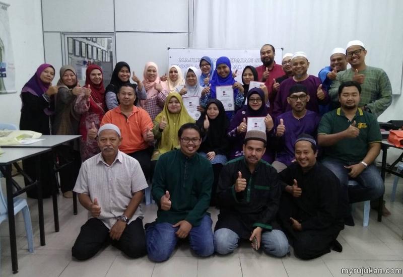 Gambar beramai ramai setelah habis tamat kelas pembelajaran Al-Quran sesi Tamhid