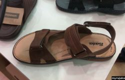 Selipar jenis sandal yang cantik ada dijual di kedai kasut Bata