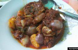 Hidangan ikan tongkol masak sambal yang telah siap
