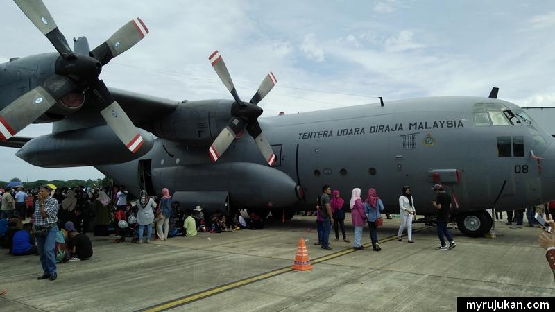 Kapal pengangkut Tentera Udara DiRaja Malaysia untuk orang awam lihat