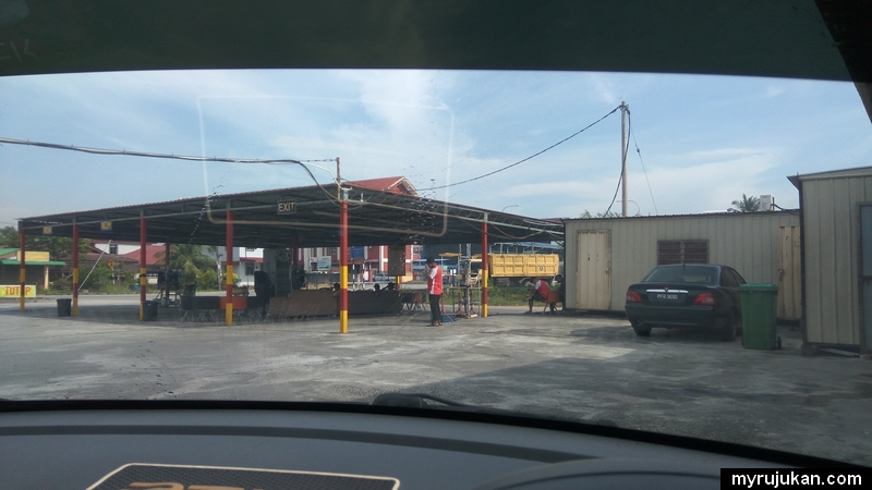 Tempat untuk mengelap kereta selepas mencuci kereta di kedai car wash