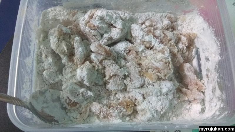 Adunan asas tepung untuk membuat ayam chicken popcorn