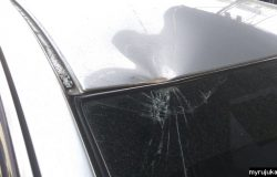 Cermin depan retak dihempap tiang untuk kereta Perodua Myvi