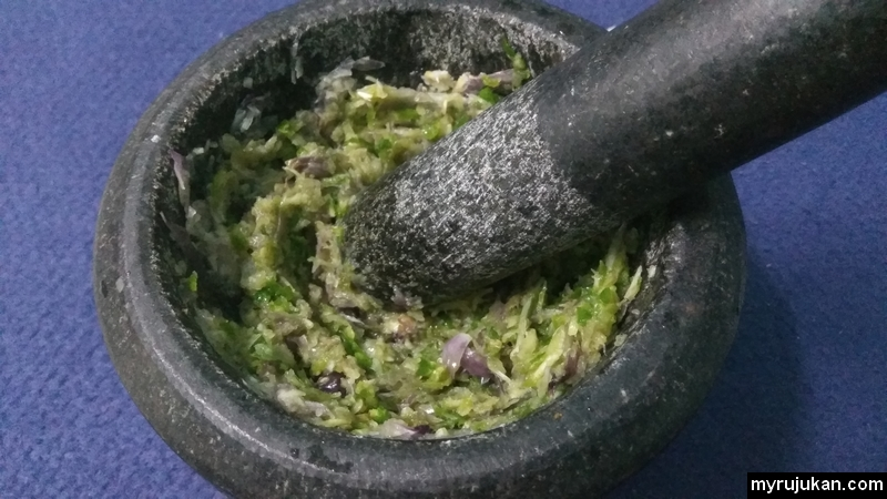 Bumbu nasi goreng cili api yang telah siap ditumbuk