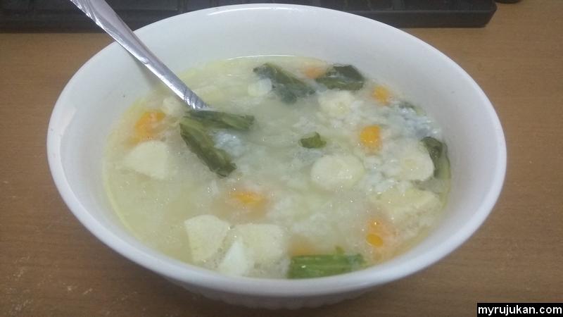 Hidangan bubur nasi yang telah siap dimasak