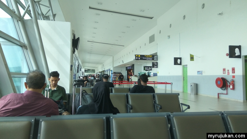 Kawasan menunggu sebelum berlepas di dalam kawasan departure
