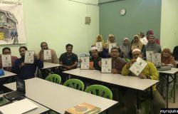 Para pelajar yang berjaya menamatkan pembelajaran Al-Quran dalam kelas tajwid