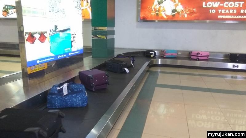 Tempat untuk ambil beg bagasi setelah sampai ke destinasi penerbangan