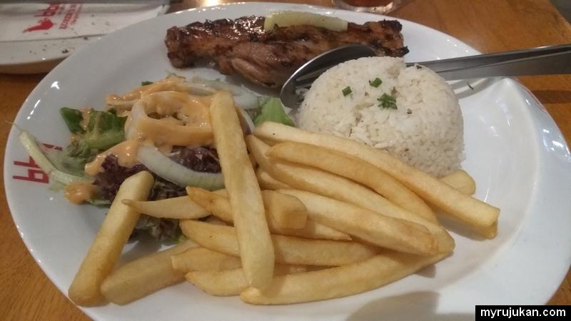 Saya menikmati menu Korean Charbroiled dengan rasa korea bbq chicken yang sedap