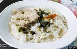Hidangan ikan merah masak sup dengan nasi putih