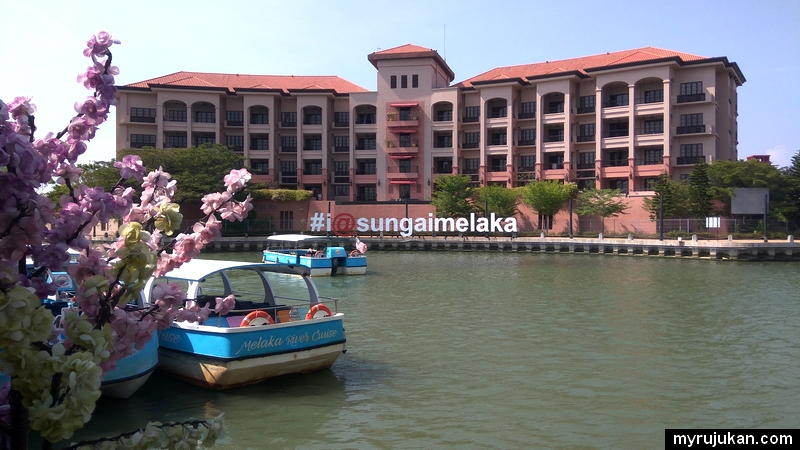 Permandangan Sungai Melaka untuk kami bersiar menaiki bot yang disediakan