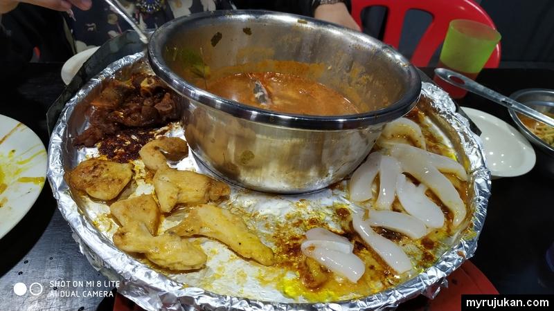 Saya suka panggang daging ayam ketika makan di D'Fiesha Licious Steamboat & Grill