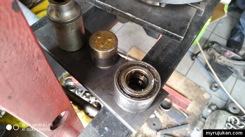 bearing sudah rosak dan perlu diganti