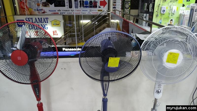 Harga kipas berdiri jenama Panasonic ini di kedai elektrik adalah berharga RM169