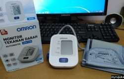 Mesin monitor tekanan darah tinggi jenama OMRON