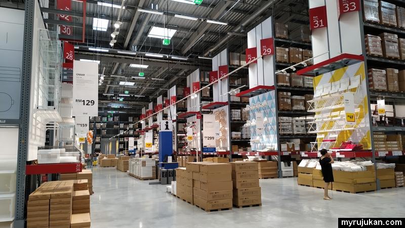 Gudang barang kelengkapan rumah IKEA di Penang