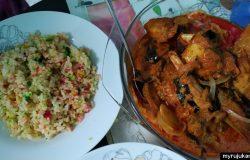 Nasi hujan panas dengan ayam masak merah