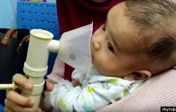 Pakai mesin nebulizer untuk buang selsema dan kahak bayi