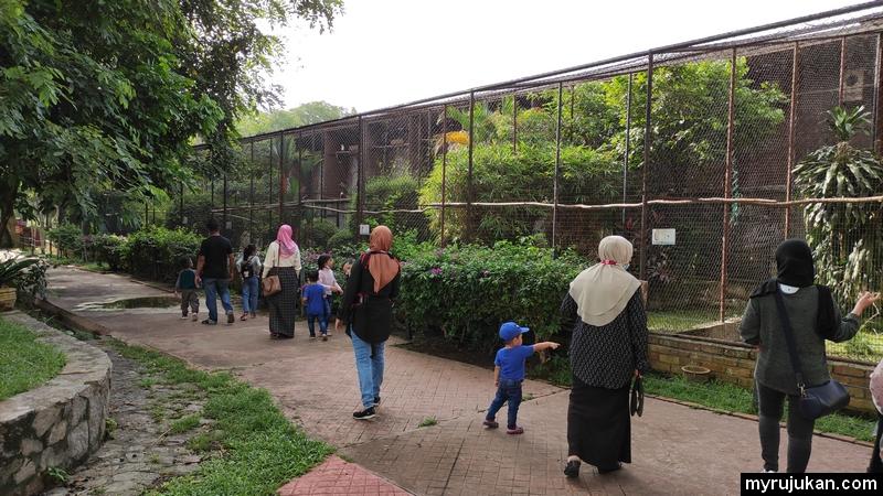 Persekitaran Taman Burung di Pulau Pinang ini memang bersih dan kemas