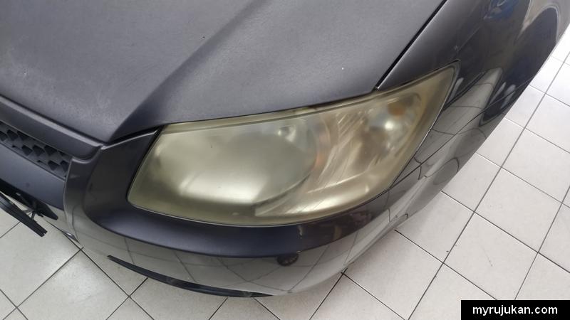 Headlamp lampu hadapan kereta kusam kekuningan