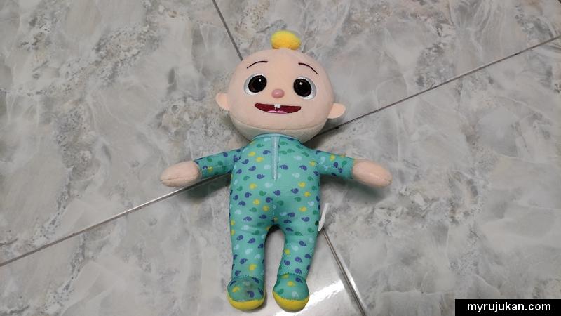 Anak patung Cocomelon menjadi kesukaan baby kecil