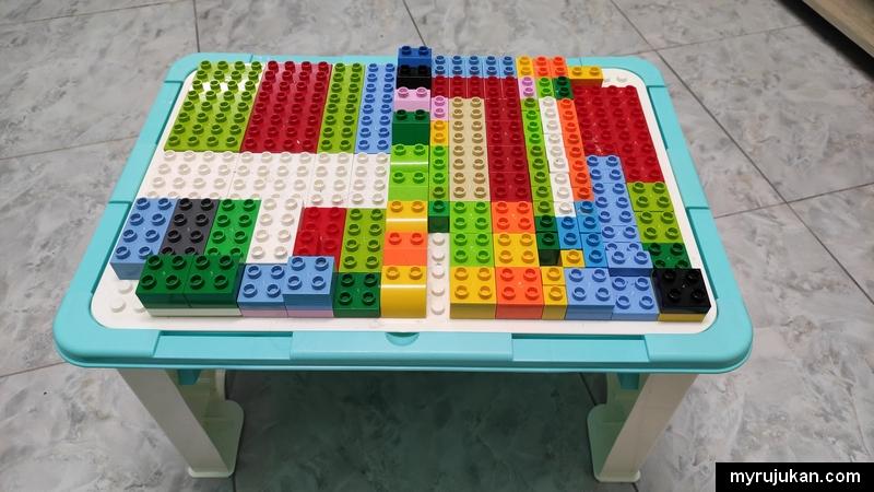 Meja mainan anak seperti ini sesuai untuk perkembangan minda